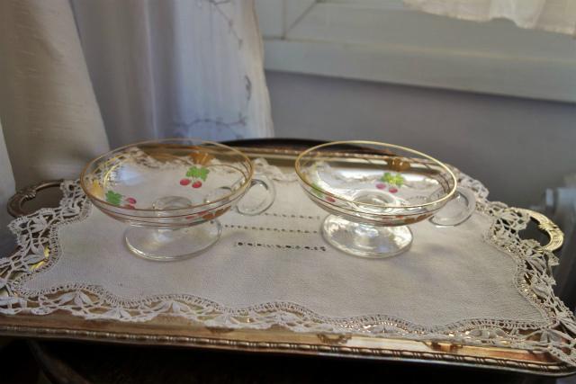 持ち手と台付き金彩入りデザートグラス 半額_f0112550_19020532.jpg