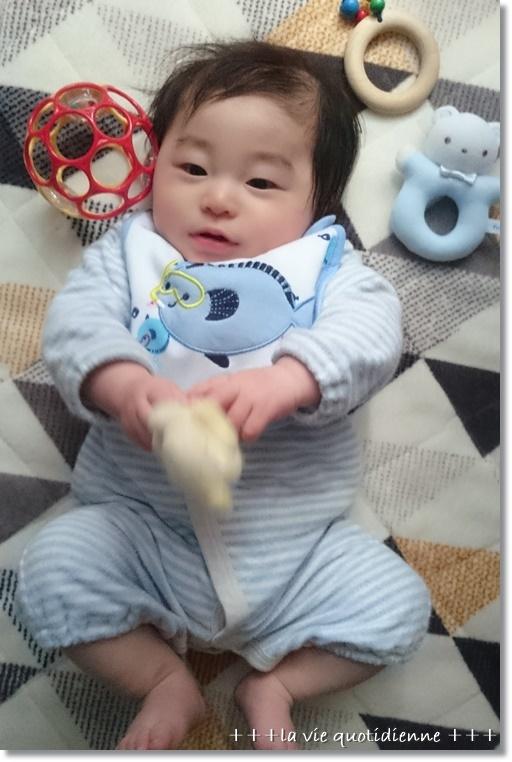 生後4ヶ月☆運動神経を伸ばす遊びと玩具を持ち替えること。_a0348473_09392953.jpg
