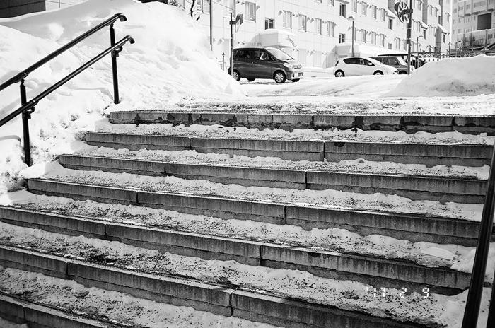 階段の滑り止め砂と給油時洗車_c0182775_17233095.jpg