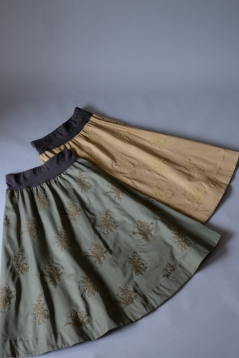 M71804 チノ スズラン刺繍スカート_b0117913_19144077.jpg