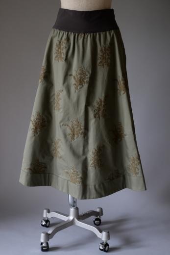 M71804 チノ スズラン刺繍スカート_b0117913_19150957.jpg