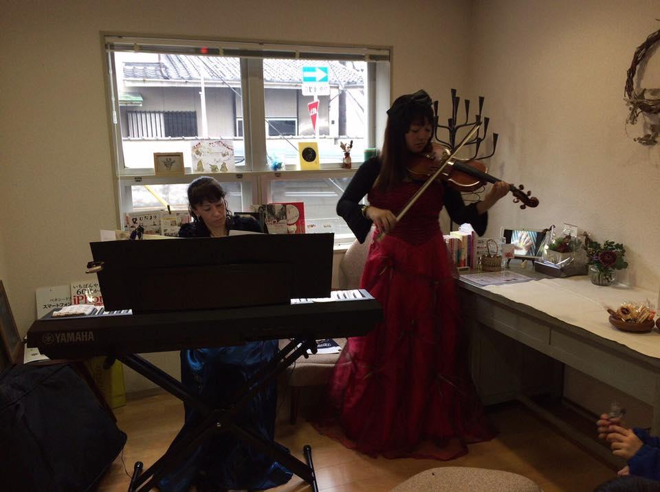 カフェ ふるさと ネイルデザインマゴ 演奏♪_f0109257_17331243.jpg