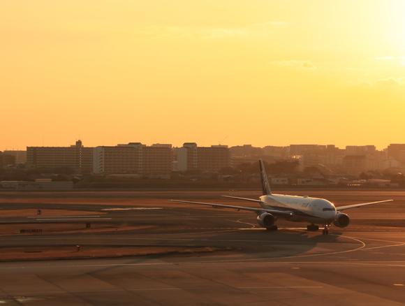 伊丹空港ITM まもなく夕方・・_d0202264_18344376.jpg