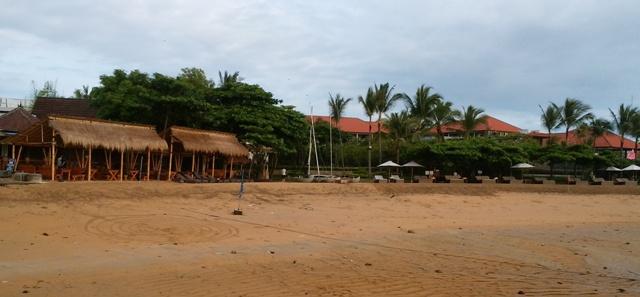 晴れた朝のビーチ_d0083068_755048.jpg