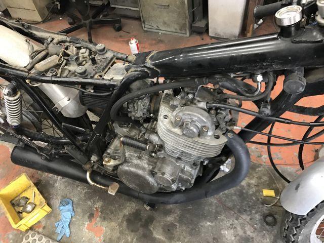 SR400 修理 エンジン載せ替え モクモクする!_a0164918_19183552.jpg