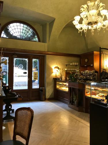 ローマおすすめシーフードレストラン Restorante Due Ladroni イタリア珍道中7日目!ミラノに到着〜〜〜(^^)_f0355367_01051835.jpg