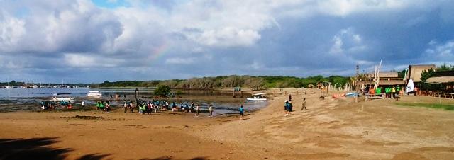 千名ほどで、ビーチのゴミ拾い_d0083068_10594850.jpg