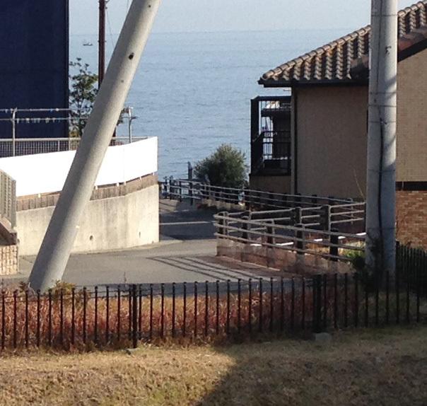 淡路島の家:窓からの風景_e0054299_13333750.jpg