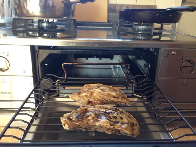 伊勢志摩の牡蠣『的矢かき』で焼き牡蠣はアイラ島スタイルのボウモアスプレー_b0221506_15215674.jpg