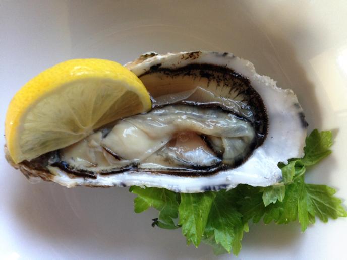 伊勢志摩の牡蠣『的矢かき』で焼き牡蠣はアイラ島スタイルのボウモアスプレー_b0221506_15215742.jpg