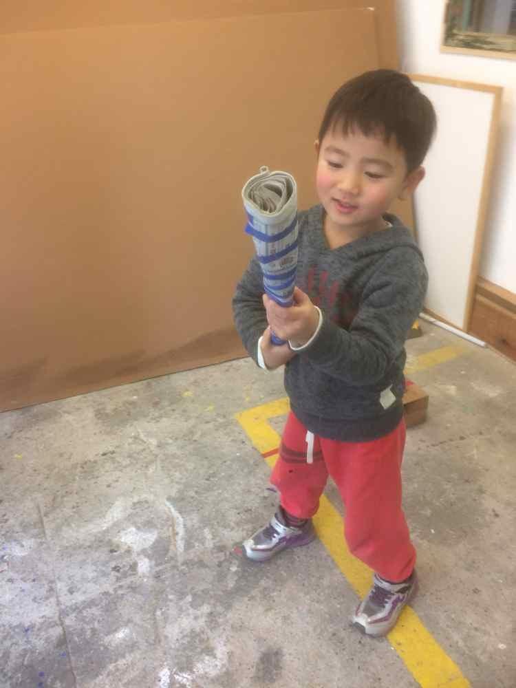 新聞紙の造形〜5歳児_d0076558_07584681.jpg