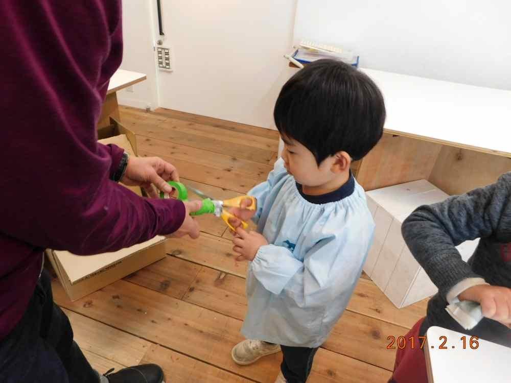 新聞紙の造形〜5歳児_d0076558_08081503.jpg