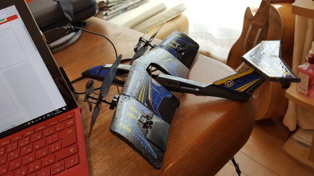 室内用ラジコン飛行機で遊んでいます。_e0119092_14192078.jpg
