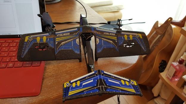 室内用ラジコン飛行機で遊んでいます。_e0119092_14193026.jpg