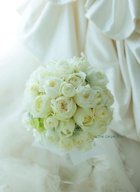 ラウンドブーケ ホテル椿山荘東京さまへ 冬のブーケ、バラとスズラン_a0042928_210615.jpg