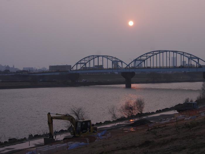 PM2.5で霞む太陽と筑後川_a0149488_21502886.jpg