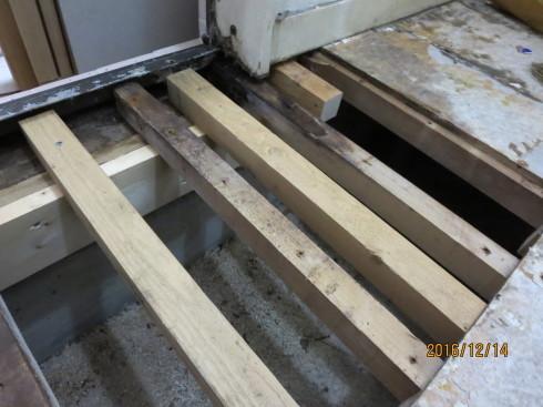 脱衣室、傷んだ床の補修リフォーム_f0140817_01272530.jpg