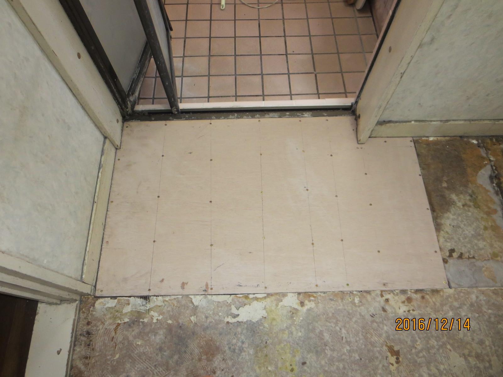 脱衣室、傷んだ床の補修リフォーム_f0140817_01303913.jpg