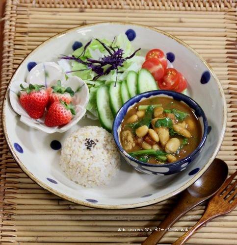 いちばん桜 ✿ 月曜鮭弁&白いんげん豆とチキンのカレー(๑¯﹃¯๑)♪_c0139375_962498.jpg