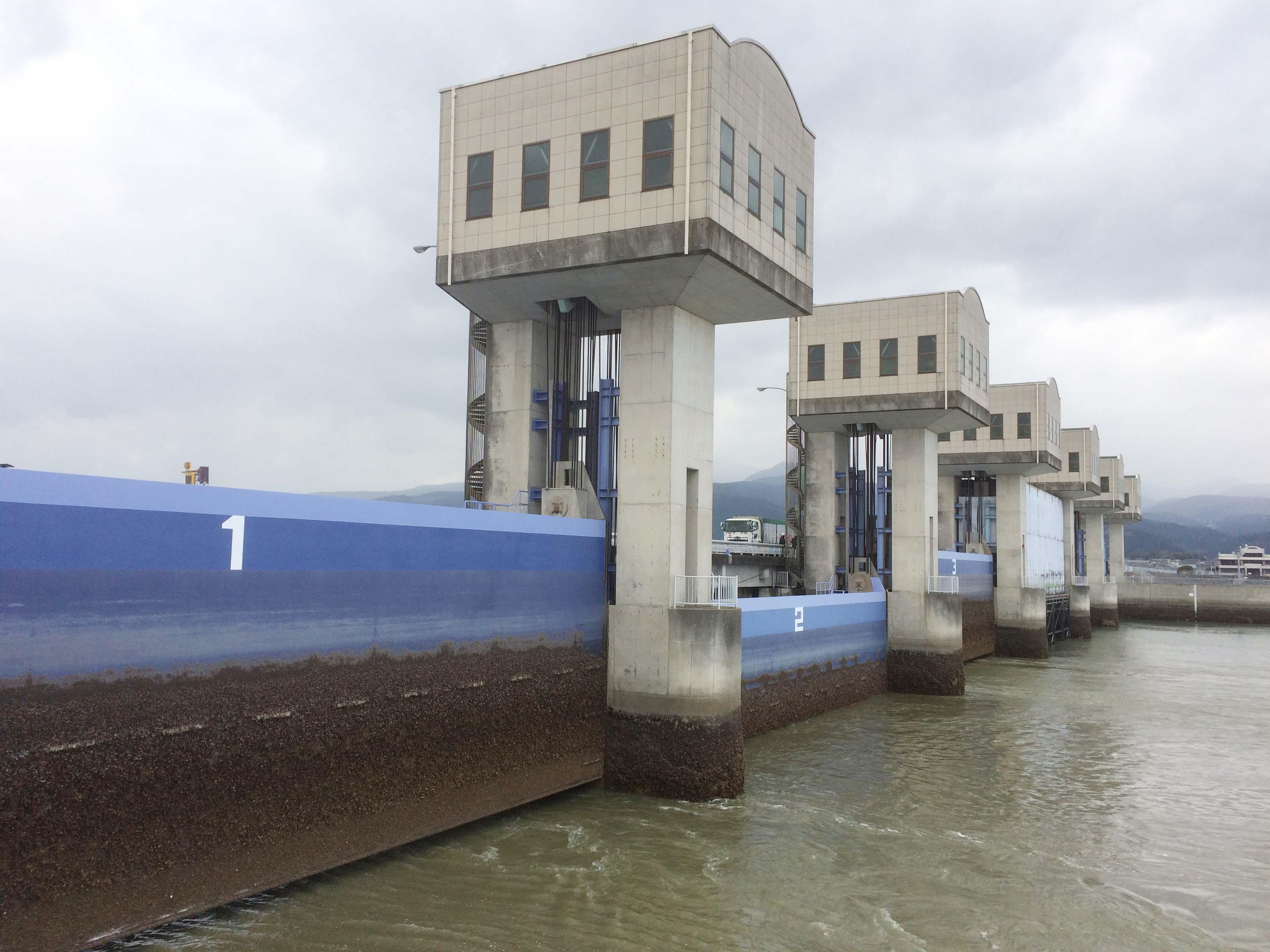 潮位表数値と排水門の関係_c0052876_17145160.jpg