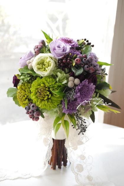 グリーンダリアとラベンダー色のお花を束ねたクラッチブーケ_a0136507_21290222.jpg