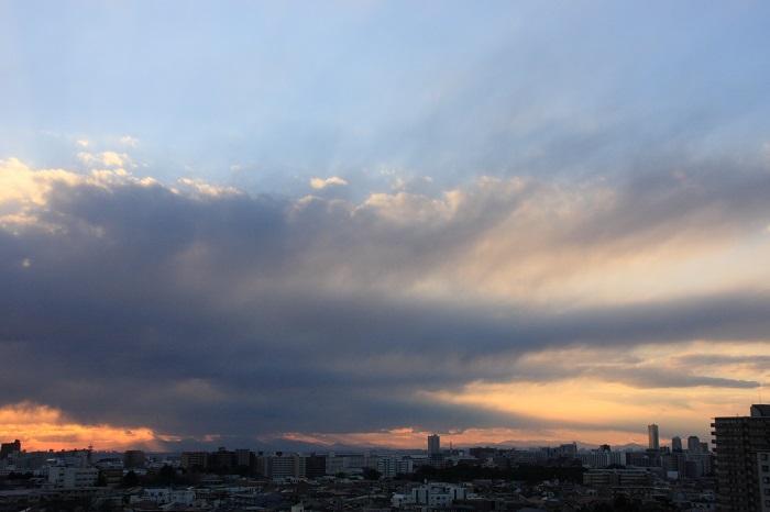 不透明雲(層積雲)と 反転光芒_b0268615_7162533.jpg