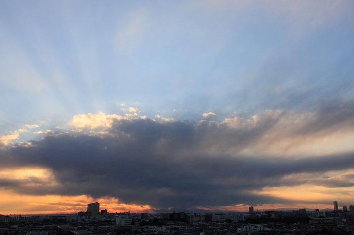 不透明雲(層積雲)と 反転光芒_b0268615_716426.jpg