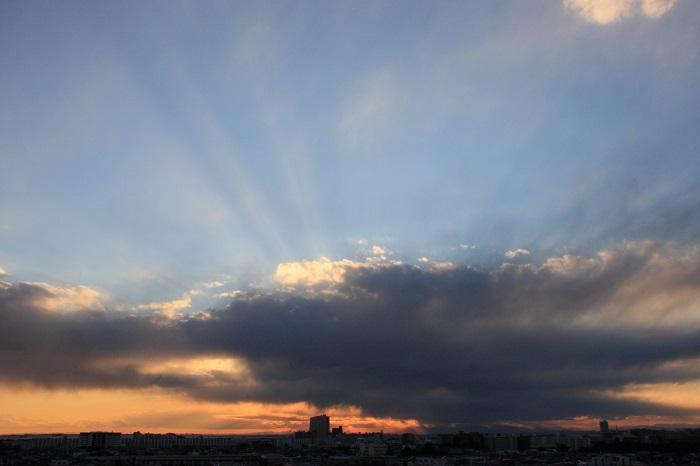 不透明雲(層積雲)と 反転光芒_b0268615_717265.jpg