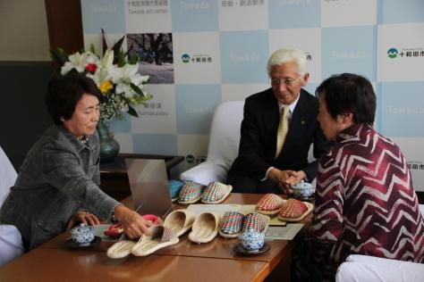 きみがらスリッパ制作で県伝統工芸士に認定される_f0237658_14505060.jpg