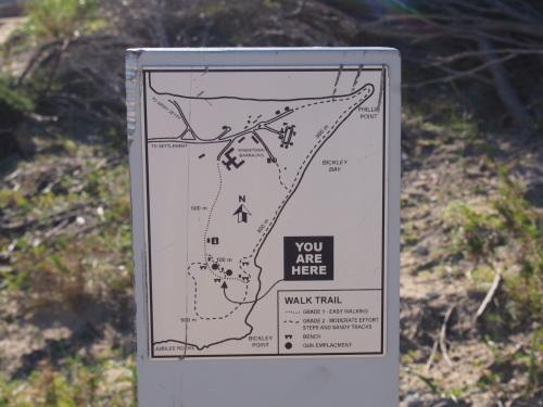 廃墟に線路に隠れ家的ビーチ!島を去る日にBickley Battery Heritage Trailを歩いてみる_c0351060_23434153.jpg
