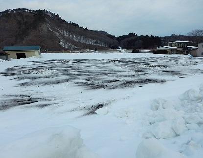 雪畑にぶちまけられた土のナゾ_e0077899_7331156.jpg