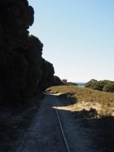 廃墟に線路に隠れ家的ビーチ!島を去る日にBickley Battery Heritage Trailを歩いてみる_c0351060_00045365.jpg