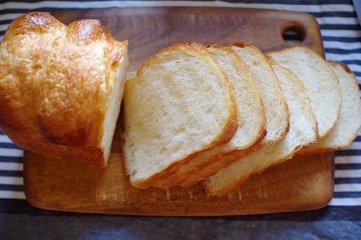 卵入り、油脂なしで、ホテルブレッド風食パン①_c0110869_1624117.jpg