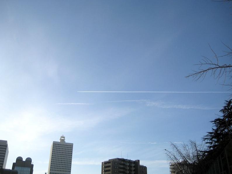 ひこうき雲〜♪_b0057679_08084364.jpg