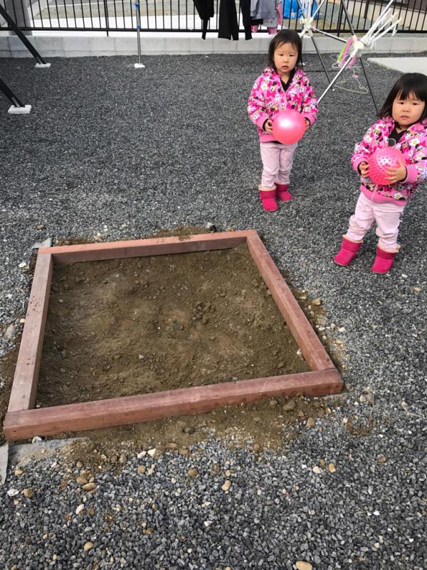 砂場を、作りました_e0365432_10331257.jpg