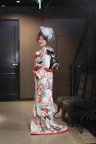あでやか鶴の引き振袖でドラマティックな花嫁姿!_b0098077_17270971.jpg