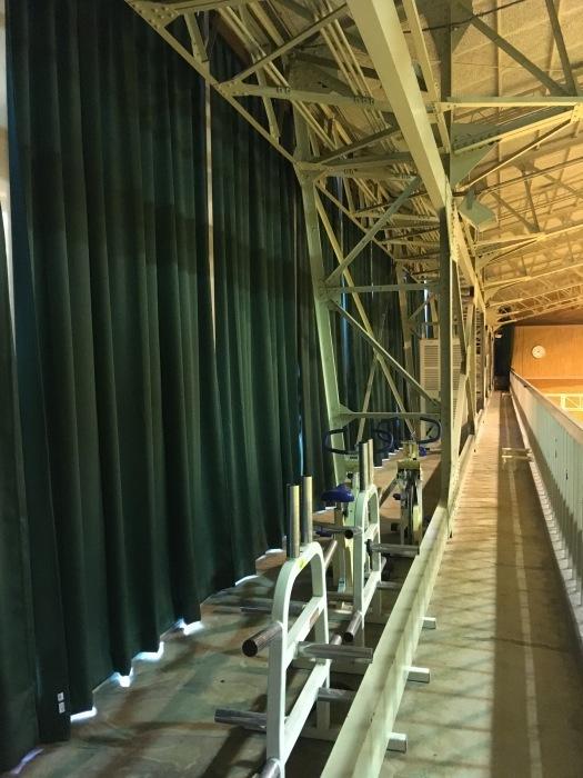 体育館カーテン交換 コントラクトカーテン_e0243413_16054483.jpg
