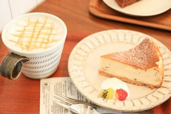 28日はチーズケーキとタルト販売!_c0199544_15431546.jpg