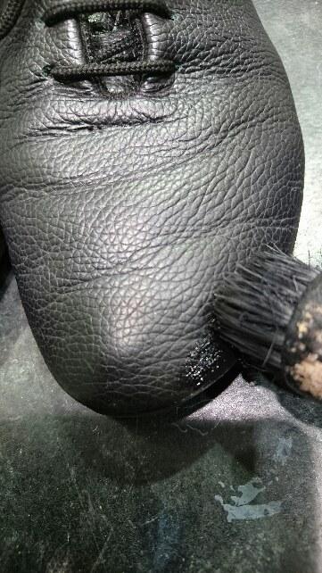 黒い靴には黒いクリームを使いたい!_b0226322_19184827.jpg
