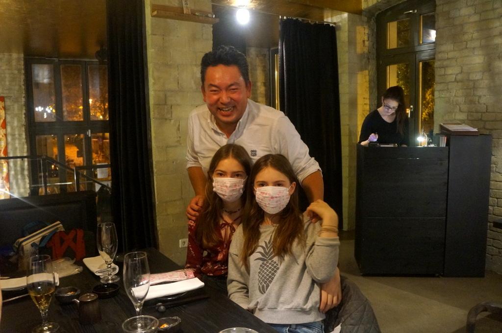 レストラン ULA Berlinへ_c0180686_03420618.jpg