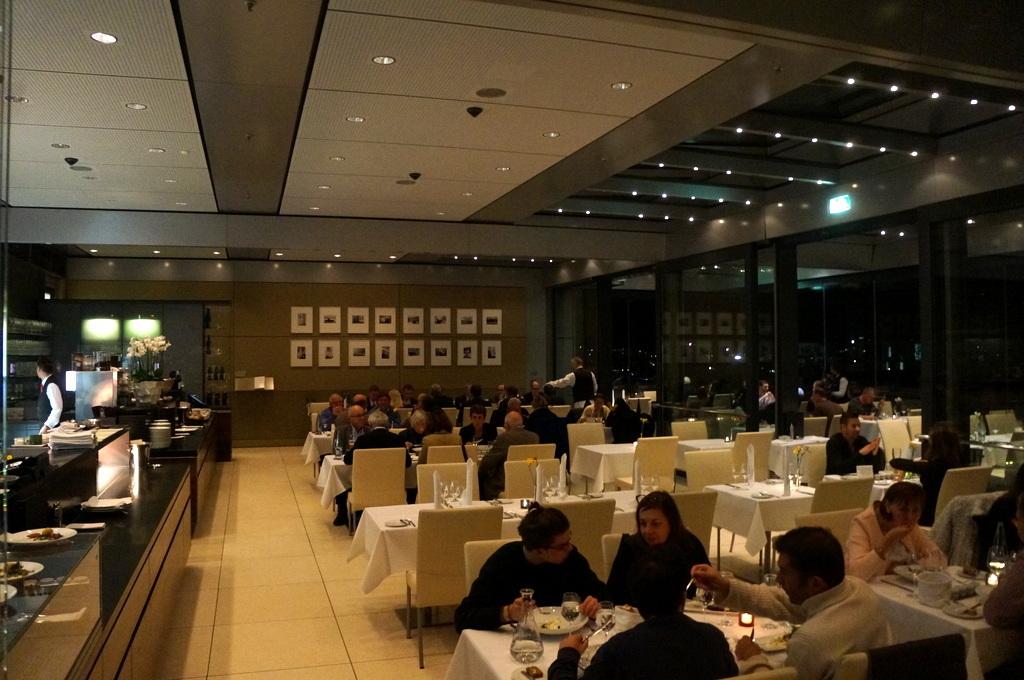 帝国議会堂の屋上レストラン_c0180686_05074380.jpg