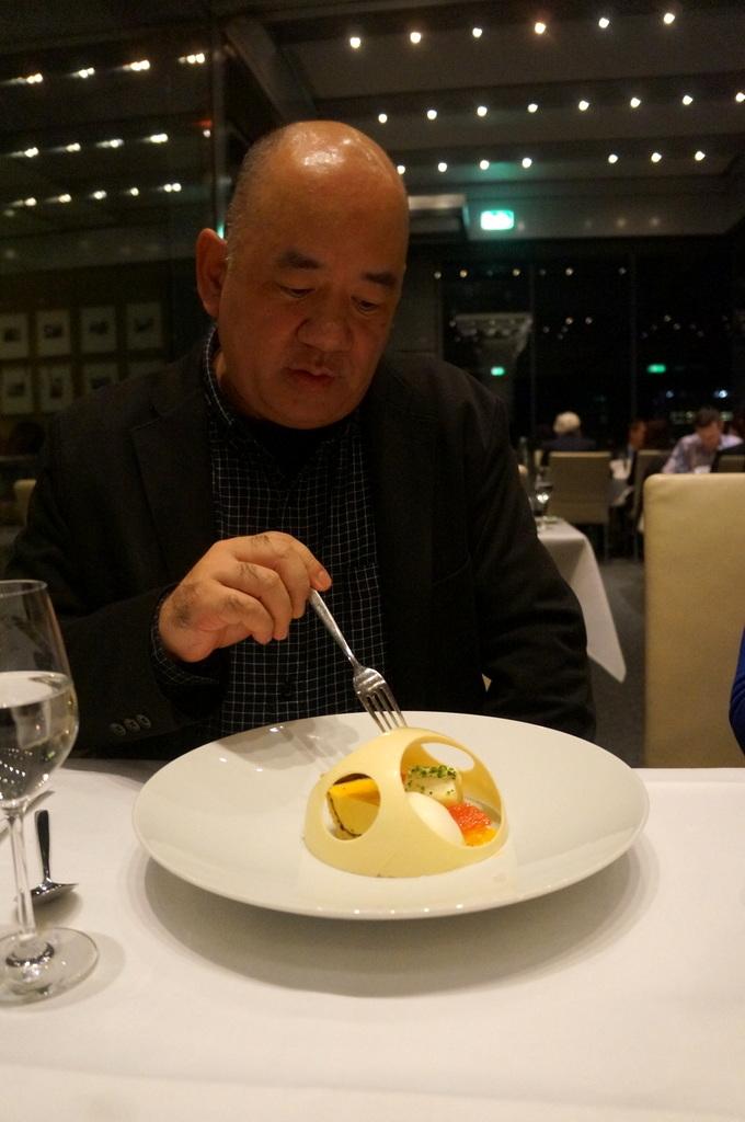 帝国議会堂の屋上レストラン_c0180686_05075094.jpg