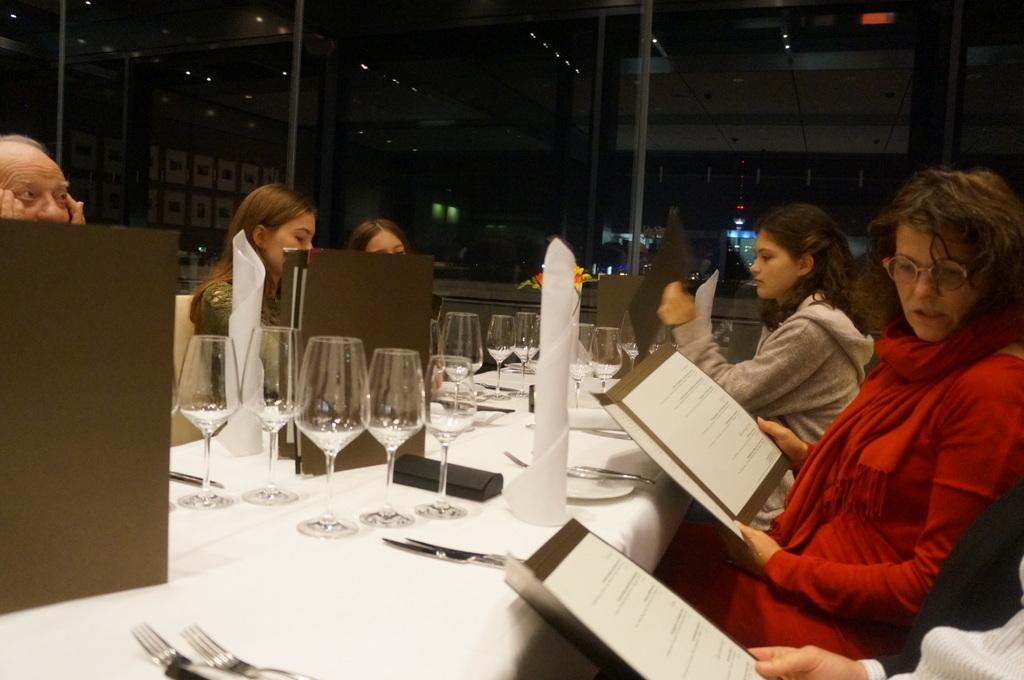 帝国議会堂の屋上レストラン_c0180686_05100578.jpg