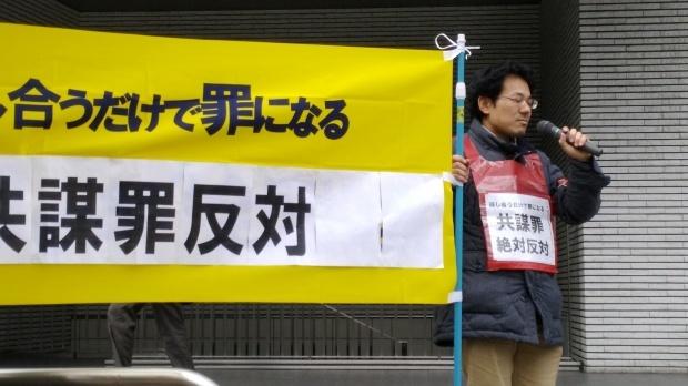 3月1日、岡山駅前で、とめよう戦争への道!百万人署名運動岡山県連絡会の街頭宣伝をやりました。話し合うだけで罪になる・警察監視国家化の共謀罪絶対反対!_d0155415_18225026.jpg