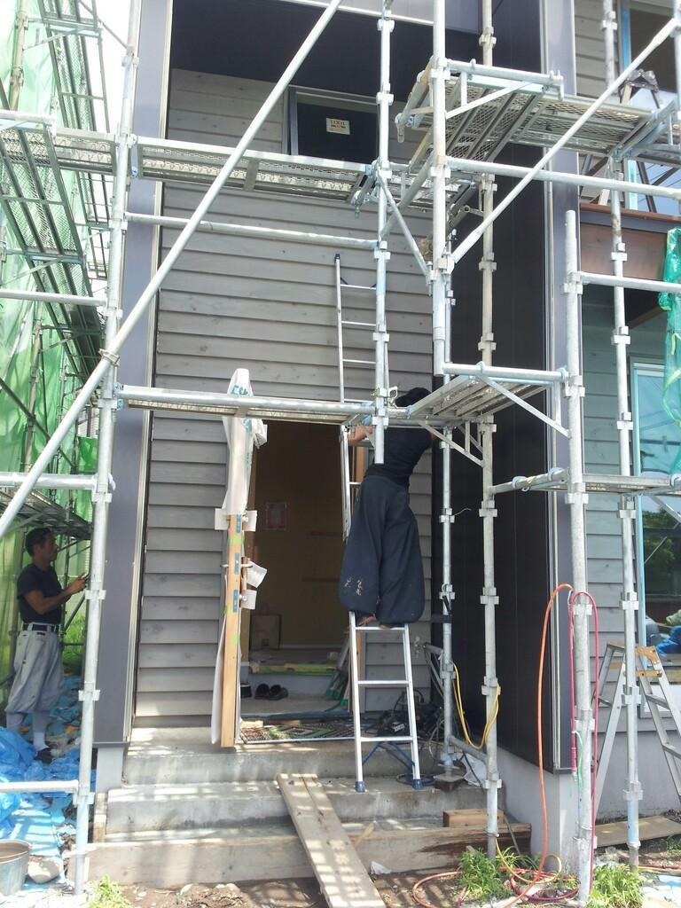 我峰の家 外壁もだんだんと・・_d0354922_12031517.jpg