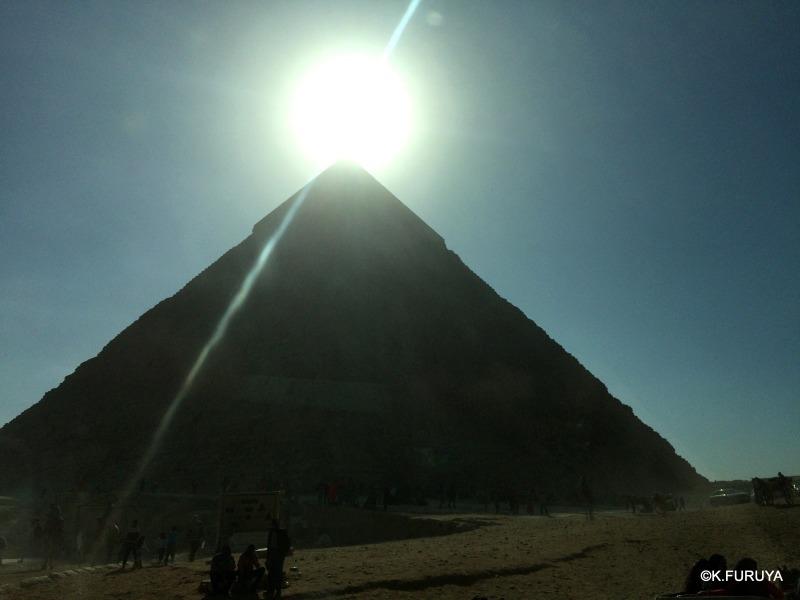 ギザ三大ピラミッド_a0092659_21211943.jpg