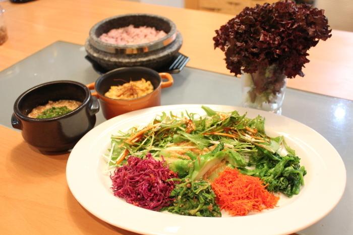 春野菜のビビンバ、肉味噌と卵味噌がミソ_a0223786_15365711.jpg