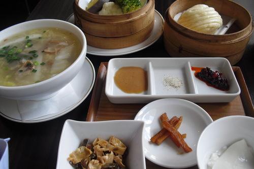 白碗竹快楼(バイワンジュウクワイロウ) 『具だくさんスープと蒸し野菜』_a0326295_223931.jpg