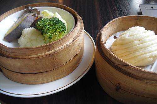 白碗竹快楼(バイワンジュウクワイロウ) 『具だくさんスープと蒸し野菜』_a0326295_2245762.jpg