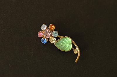 mulchcolor rhinestone 小さな花のブローチ_b0249281_14185681.jpg